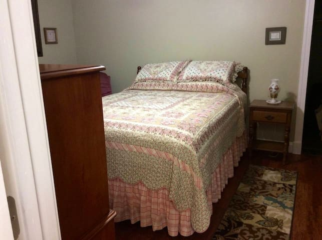Lovely bedroom   Bedspread may differ from photos as we have a few. So we can Launder after each guests stay