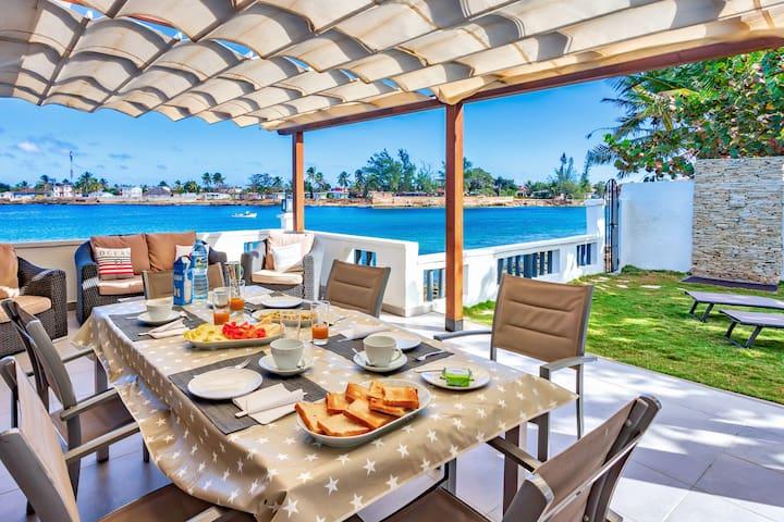 Camarioca Bay. Oceanfront house in Cuba.