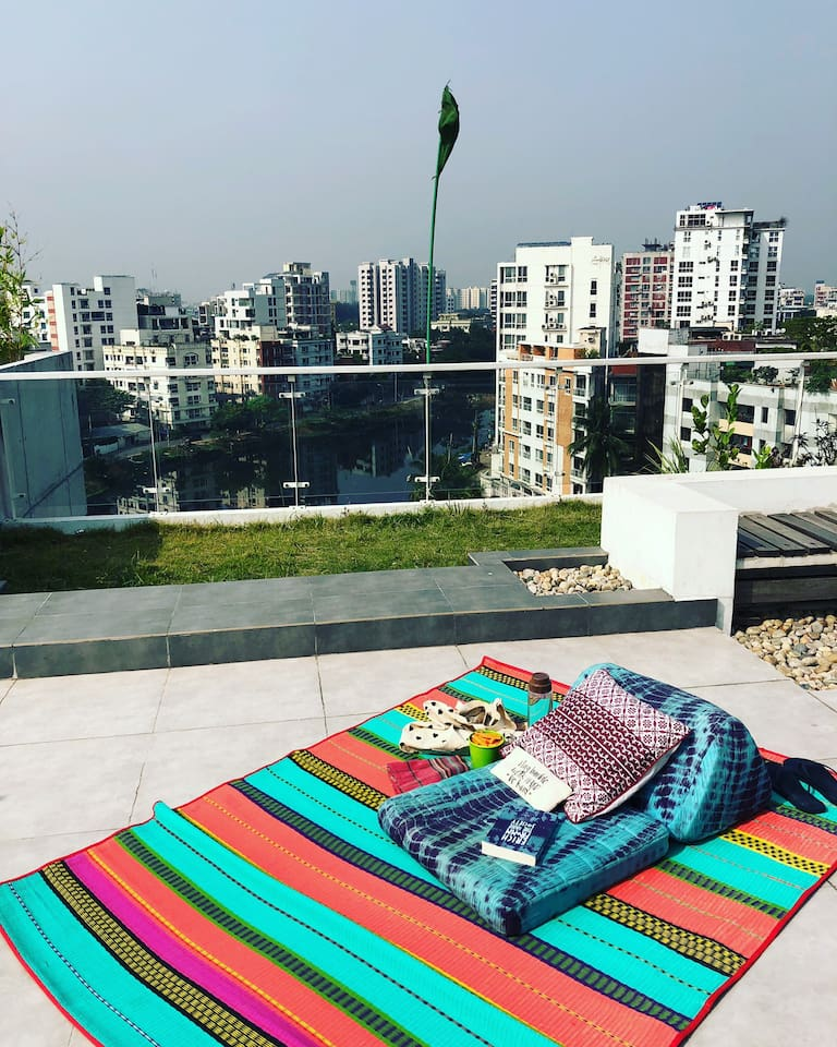 Relax on the roof and escape the city.