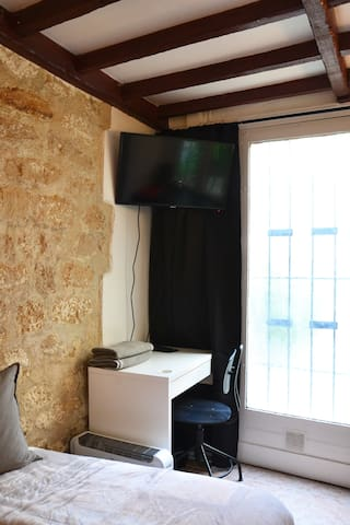 TV Flat Screen with satellite and WIFI
