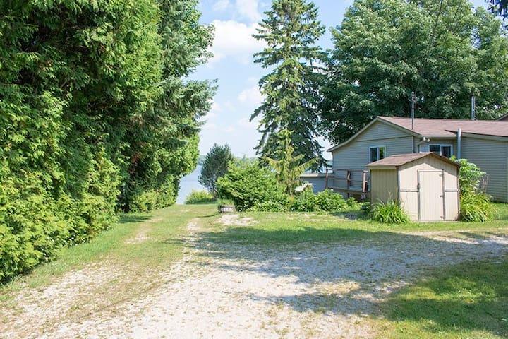 New Cottage listing on Lake Eugenia. - Flesherton - Haus