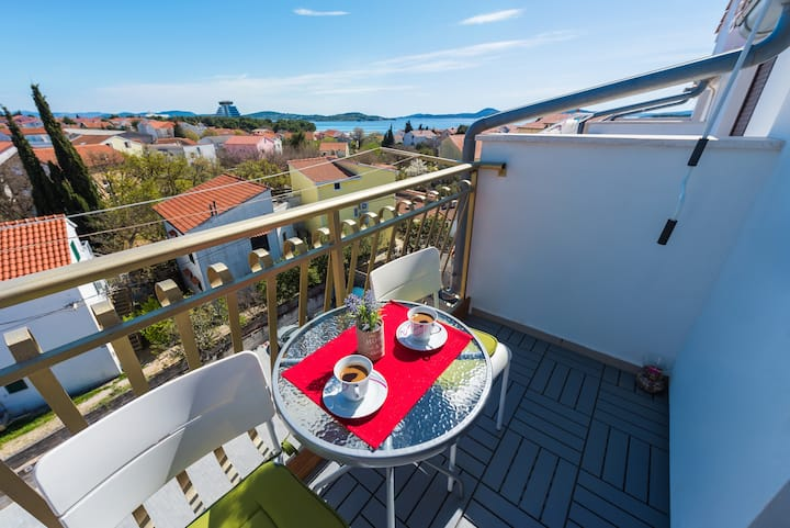 Vodice beautiful studio apartment with sea view