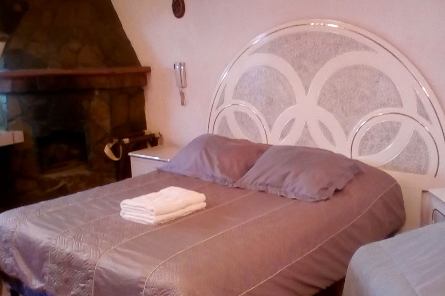 Queen size bed with Fireplace