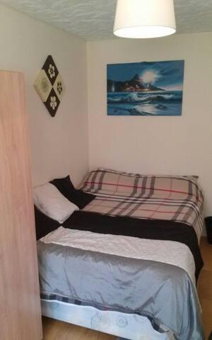 Comfy, quiet Double room.