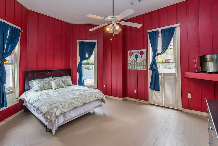 Bedroom 3 with Queen Bed and Flat Screen Roku TV