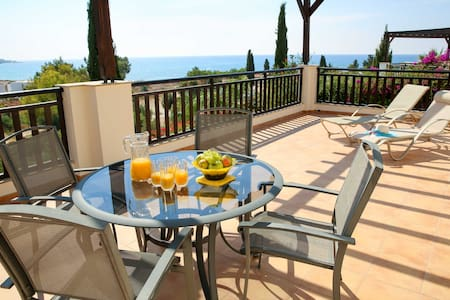 ⭐Relax in Luxury BeachFront ⛱️ Villa in Coral Bay⭐