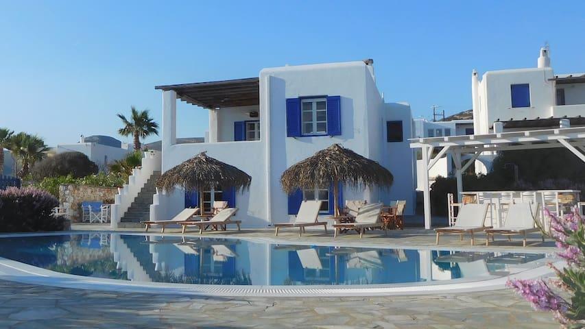 Apartment by the sea, Parasporos