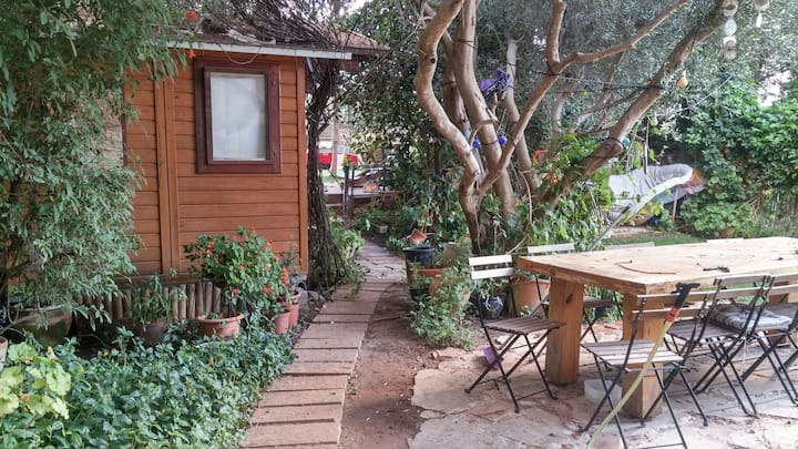 Garden wooden cabin near Tel Aviv