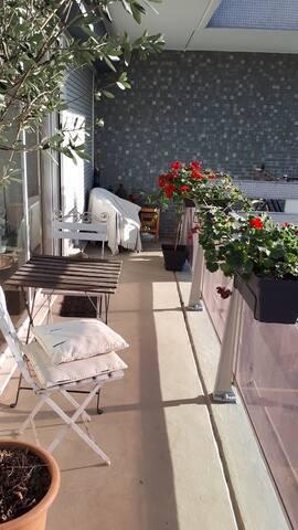 beau 47m² lumineux avec balcon et piscine
