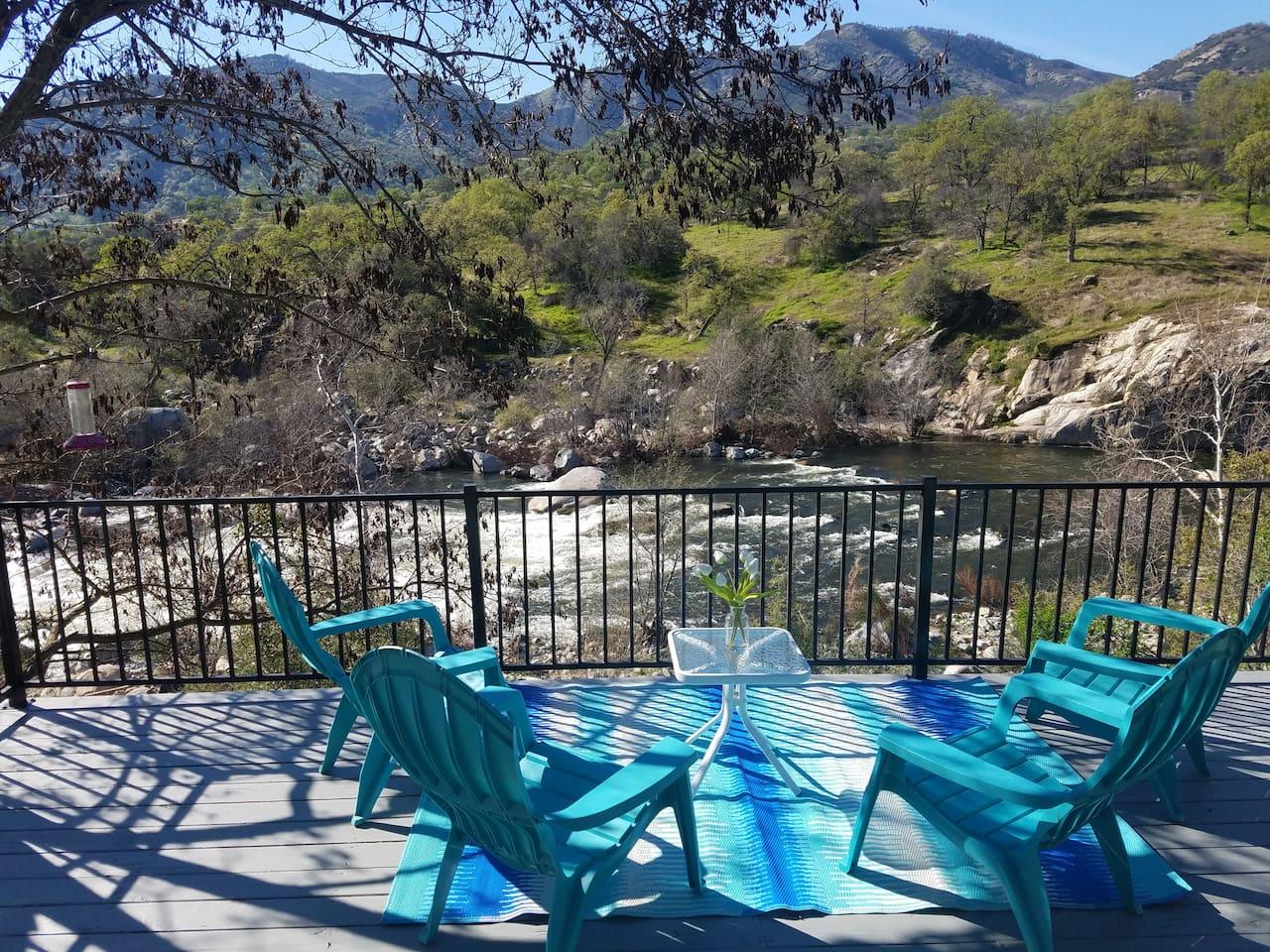 Deck overlooking the Kaweah River !!!
