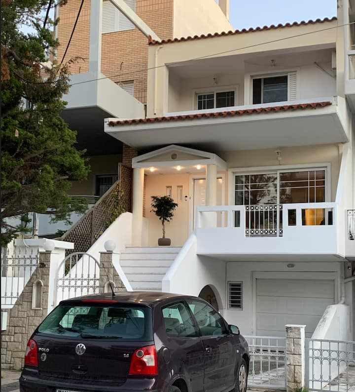 Quiet room + bathroom in Glyfada Maisonette