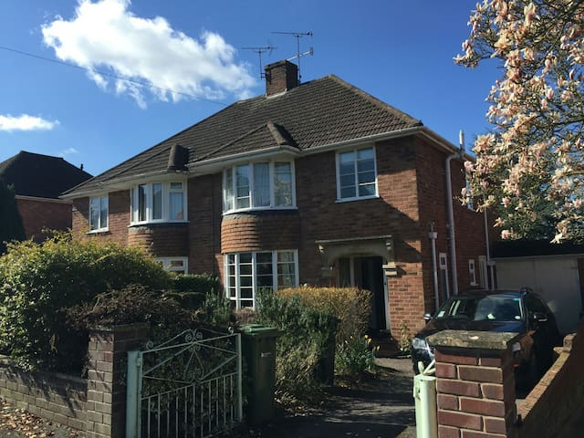 House on tranquil avenue, central location - Hereford - Ev