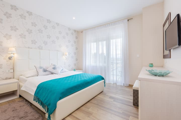 Superior Double room with Balcony and Sea View - Malinska - Bed & Breakfast