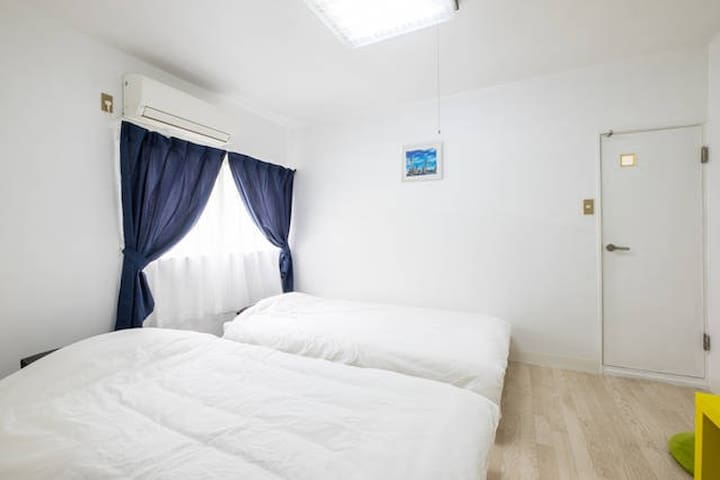 2ppl cozy room in great location with pocket wifi!