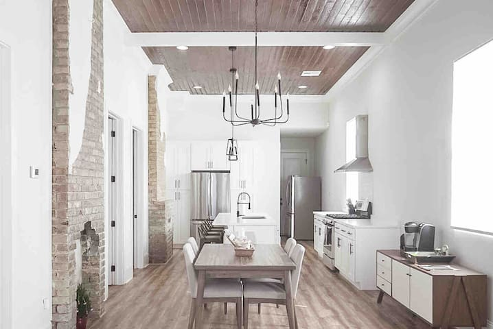 Modern Marigny- minutes to the FQ, ENTIRE HOUSE!