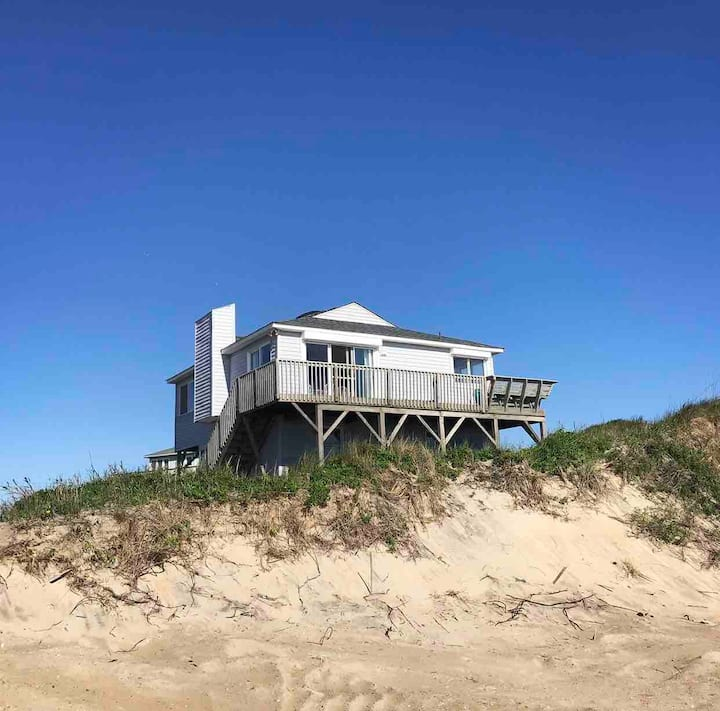 Beautiful oceanfront beach cottage in S. Nags Head