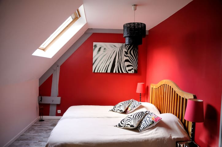 Bedroom Safari, Bed and Breakfast at Le Domaine Des Platanes