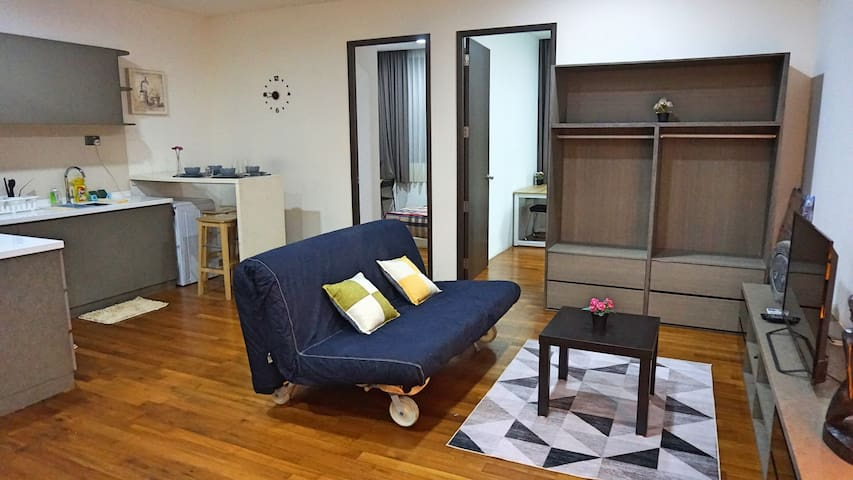 Amazing Spacious 2 Bedroom Apt Unit @ Central ON6