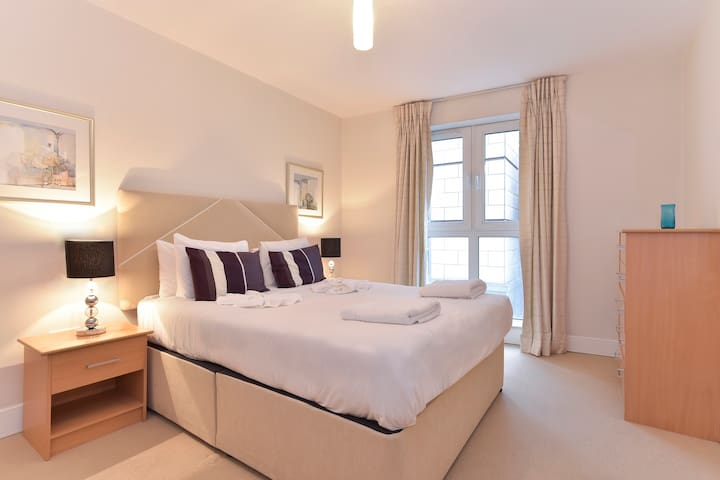 Still Life Tower Hill Exec. 1 Bedroom Apartment N