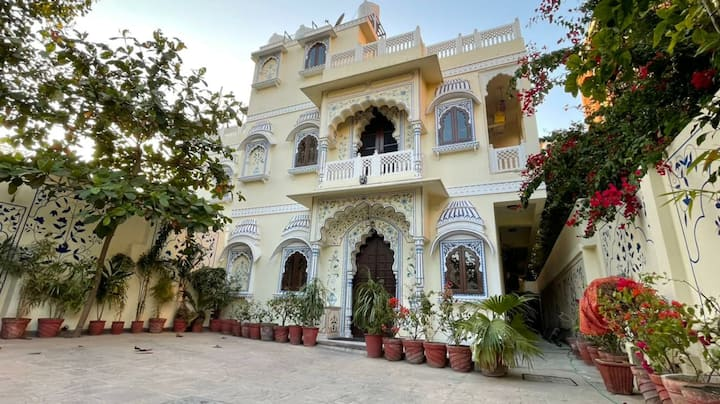THE HAVELI , A HOME STAY ( VERY CENTRAL LOCATION)