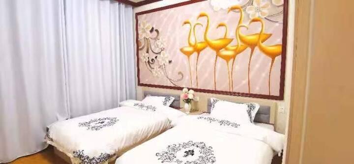 黄果树民宿-多彩贵州安顺|两可间原华西车站旁|2室1厅1厨1卫|豪华中式复古风|娱乐麻将室|代办旅游