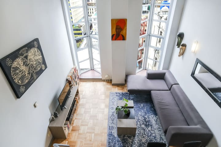 Art Deco City Loft Apartment with incredible views
