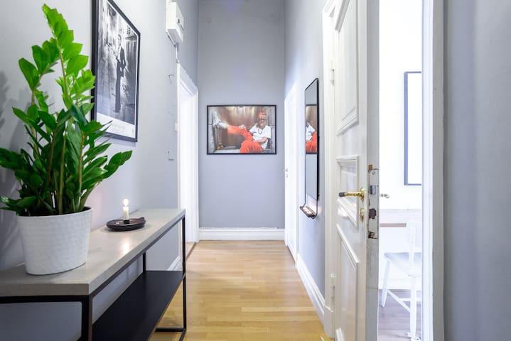 70 m2, 3 room apartment, in central Gothenburg.