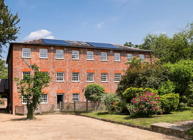 Luxury Converted Riverside Silk Mill, sleeps 16+