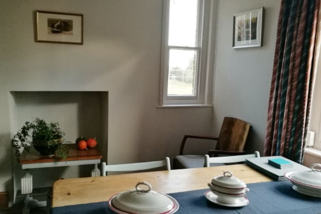 Dining room with seating for six at the table