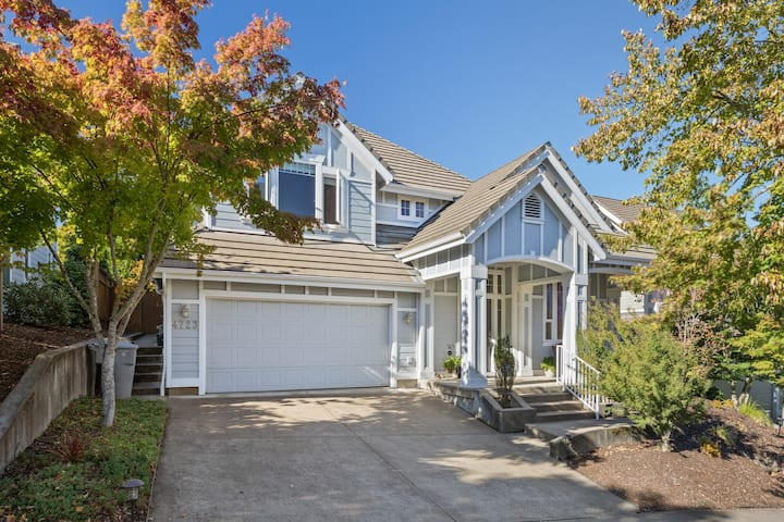 Beautiful 5BR Spacious Home with Private Backyard
