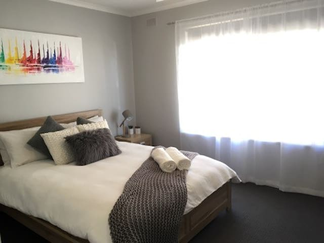Modern 2 bedroom unit in West Beach