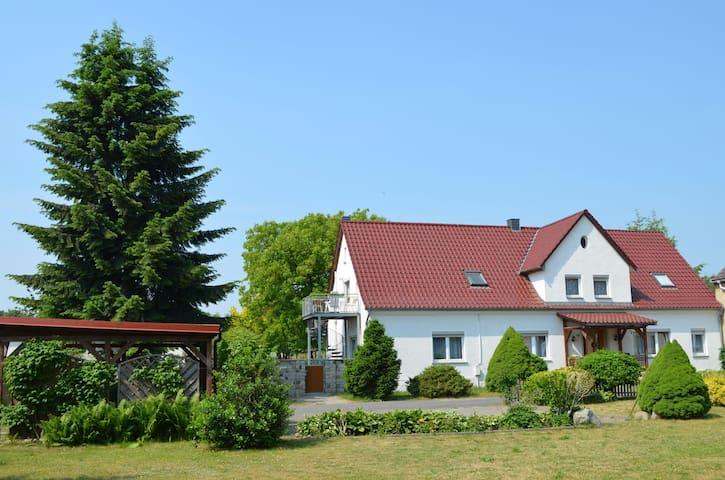 Gemütliche Whg in Meckl Kleinseenpl - Schwarz - Apartamento