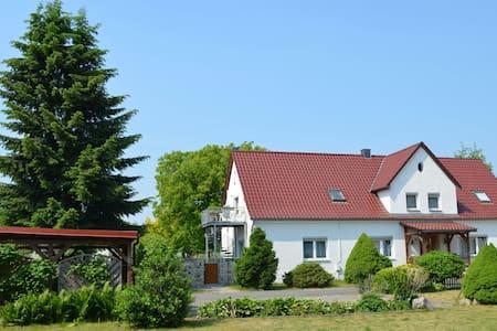 Gemütliche Whg in Meckl Kleinseenpl - Schwarz - อพาร์ทเมนท์