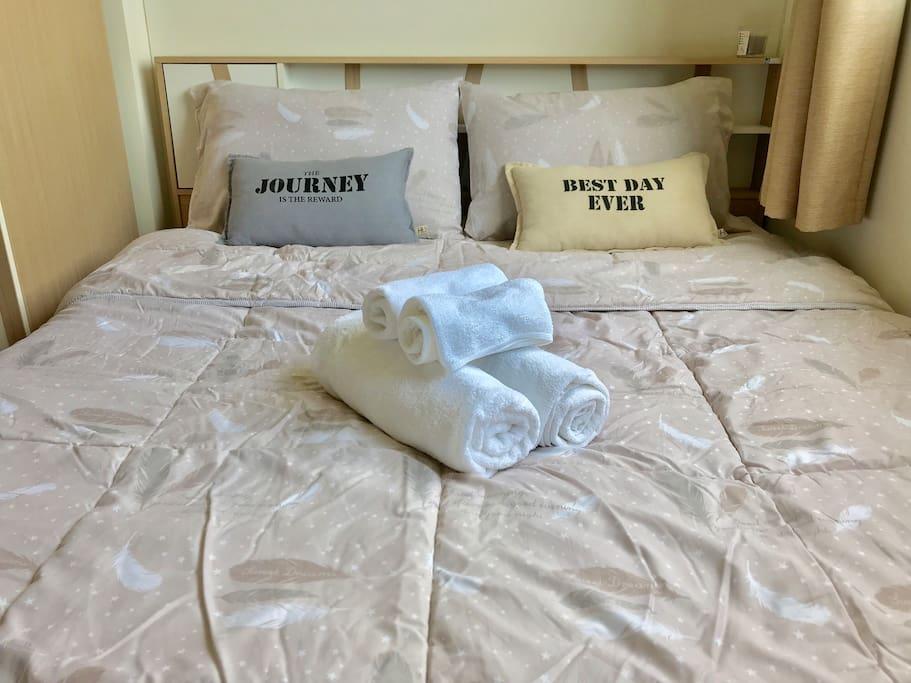 Queen bed size.