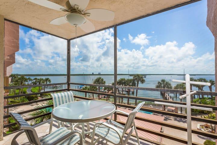 Romantic waterfront getaway, w/ shared pools, hot tubs, & tennis