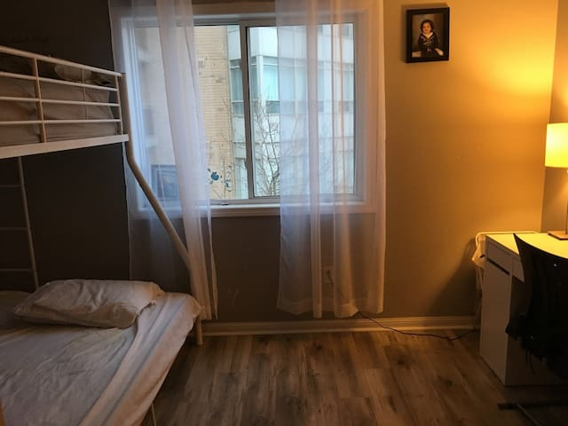Backpacker College near Humber College - Private Single Room