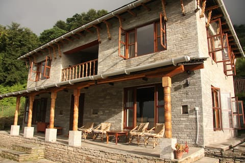 Mahakaruna- A Beautiful House with Mountain Views
