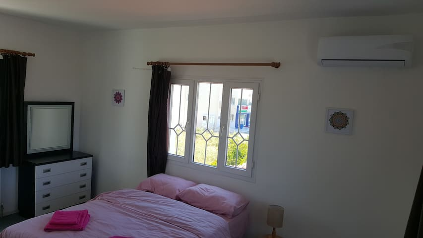 Bedroom 1 - Fascinating sea and mountain view