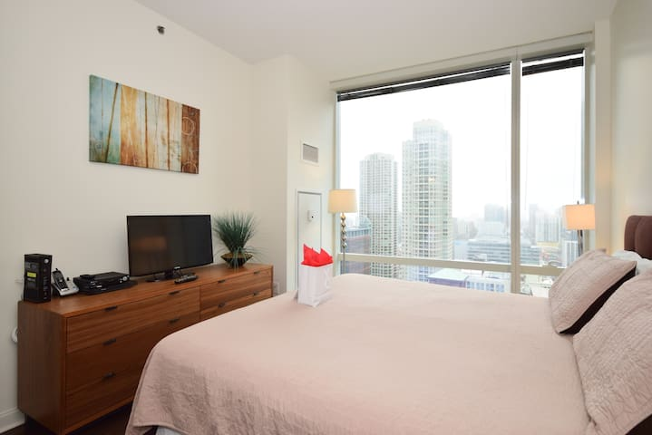 OneEleven CHICAGO RIVER VIEW FURNISHED STUDIO (18)