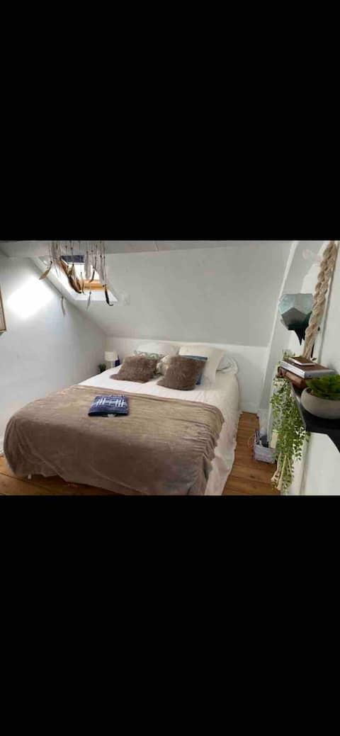 Agréable chambre dans maison ancienne