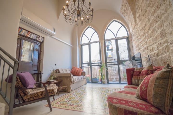 The Old Jaffa Apartment 100 m from SEA/ FleaMarket