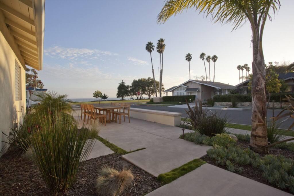 Mesa beach bungalow amazing views houses for rent in for Beach house rental santa barbara