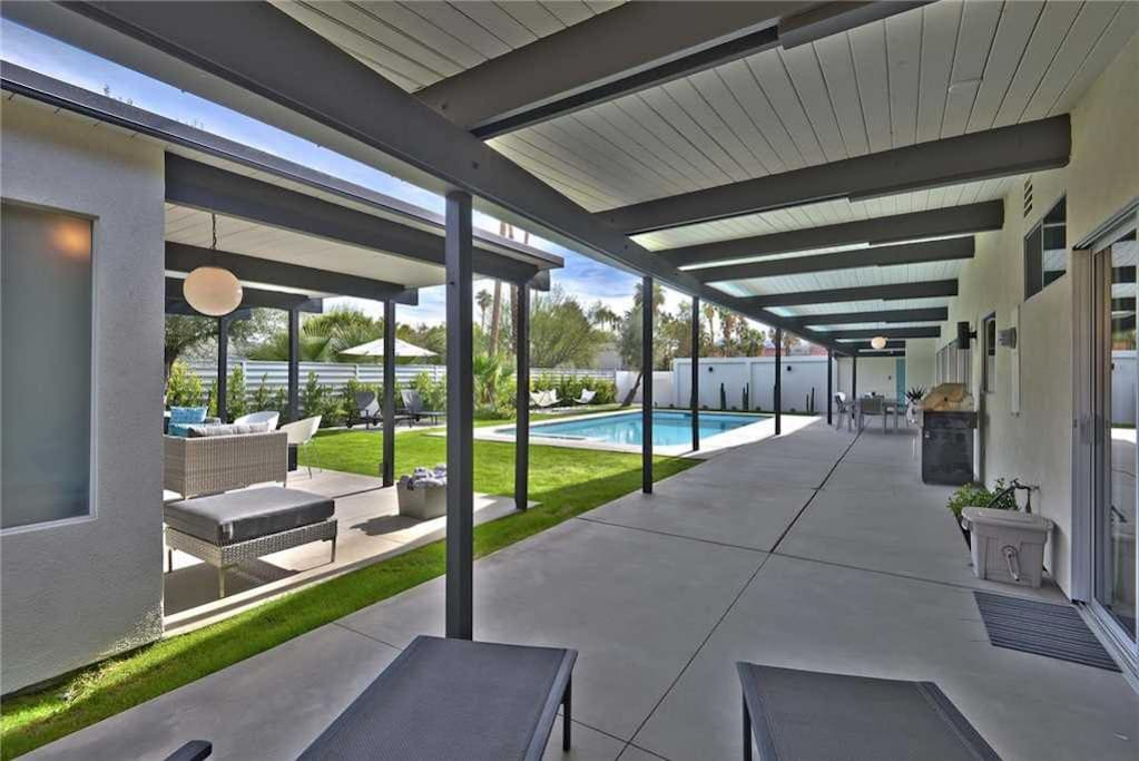 COVERED PATIO TO POOL HOUSE AND POOL - THE AQUA HOUSE - PALM SPRINGS VACATION RENTAL POOL HOME