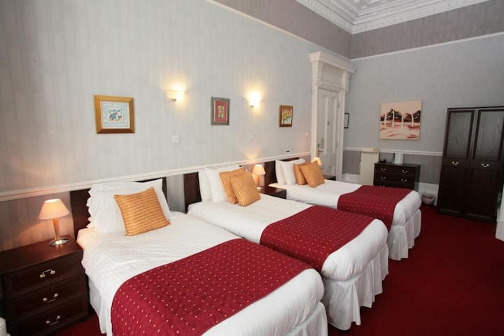 Triple Rooms in Glasgow's vibrant West End