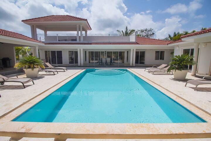 COSTA NORTE-Villa Perfecta 3 BR at Casa Linda
