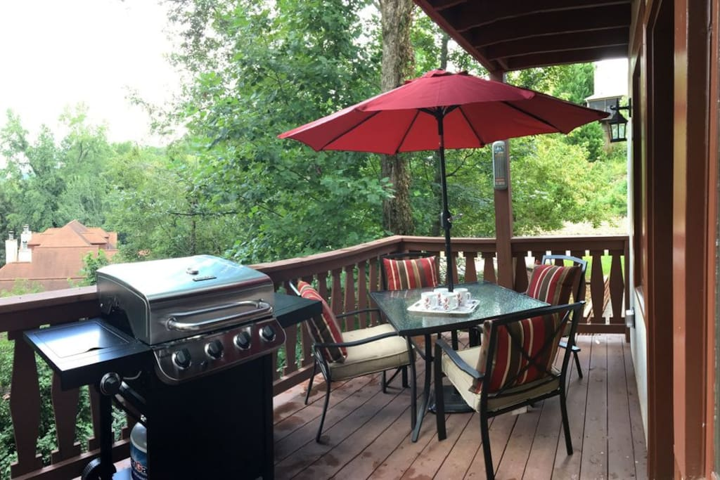 Main deck for grilling and chilling!