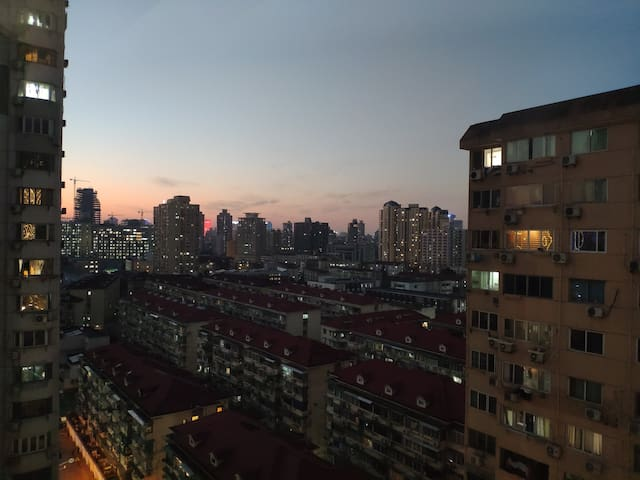 City center home MTR.1/9/11 /市中心徐家汇独立双人房间,距离交大3分钟