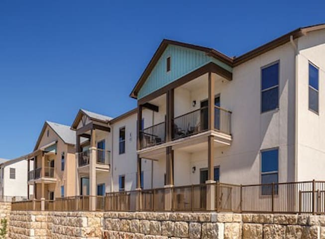 Beautiful Condo w/ 4 Beds Sleeps 8! Marble Falls