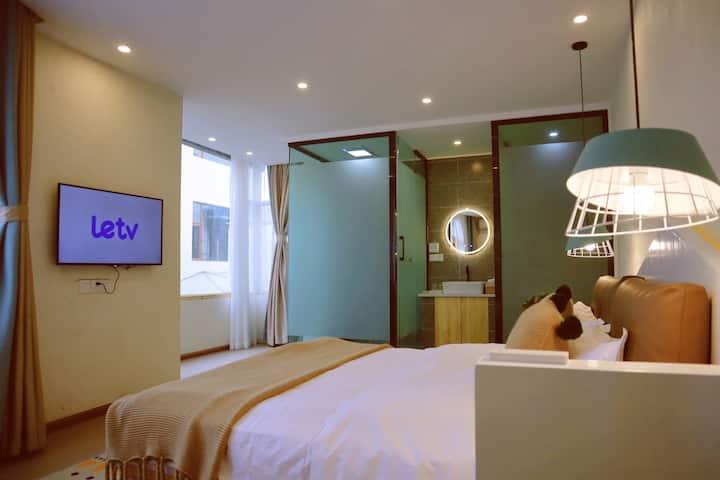 丽江古城双落地窗,空调智控房,坐拥三楼公共天空之境观景台208