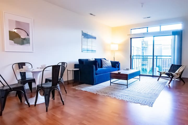 Trendy Flat in Mile Square